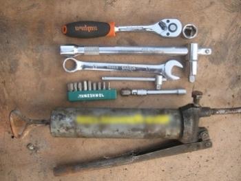 Инструмент необходимый для замены масла в КПП