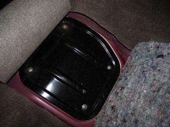 Крышка под которой находится топливный фильтр