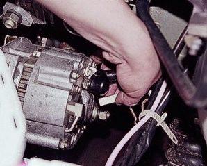 Снятие генератора ВАЗ 2107 — инструкция для новичка