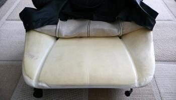 Снимаем обшивку сидения