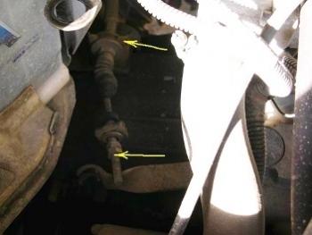 Снимаем тросик с вилки сцепления