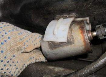Старый топливный фильтр на Лада Гранта