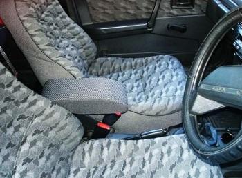 Установленный новый подлокотник на автомобиль ВАЗ 2109