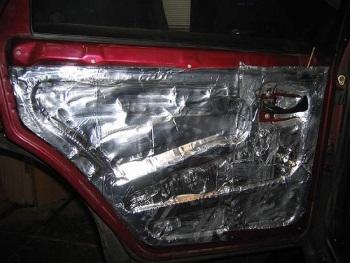 Вибропоглащающим материалом заклеиваются все металлические поверхности 2
