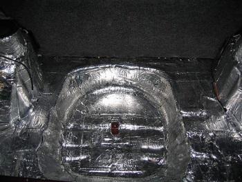 Вибропоглащающим материалом заклеиваются все металлические поверхности 4