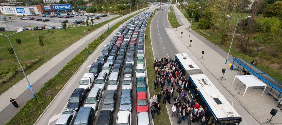 Avto-protiv-avtobusa